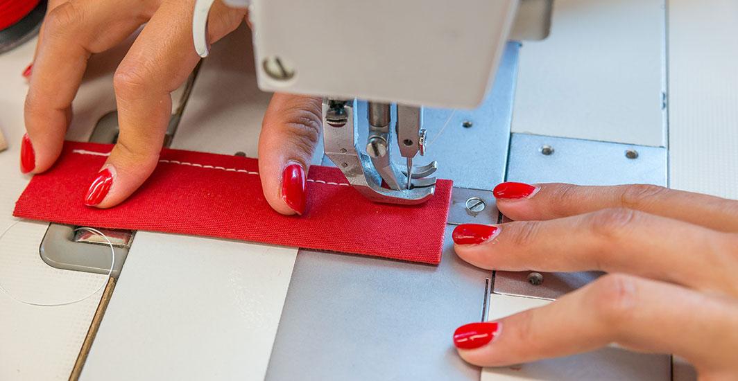 Dettaglio-realizzazione-cuciture-ombrelloni-professionali-Gaggio